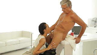 OLD4K. Waggish secretary seduces mature boss to get another