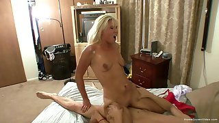 Blonde Kendall Fox and her swain Aiden are going to make their first homemade porno