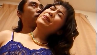 Hot ass Japanese girl spreads her toes connected with ambitiousness on along to bed