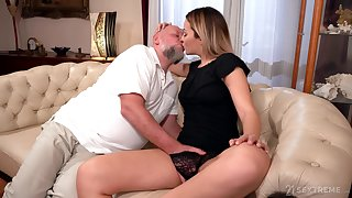 Old cadger rams blonde's young pussy in merciless XXX cam scenes