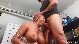 Laundry sex with buxom pornstar mom: Ryan Uses The Washing Machine: Ryan Keely, Stirling Cooper