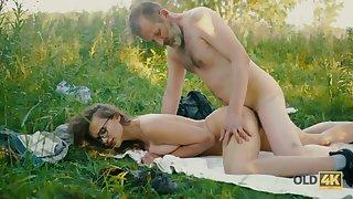 Aged voyeur fucks pretty naked teen near full natural boobies in the park