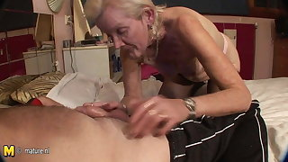 VERY OLD Granny just gets the fuck of a lifetime