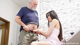 Naughty nerdy girl Ashely Ocean is punished by experienced pervert doggy